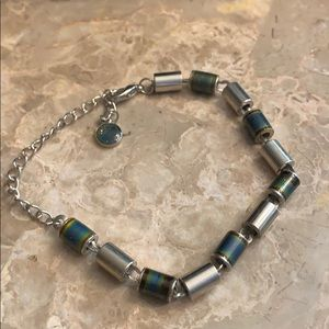 Incredibly cool mood bracelet in Silvertone